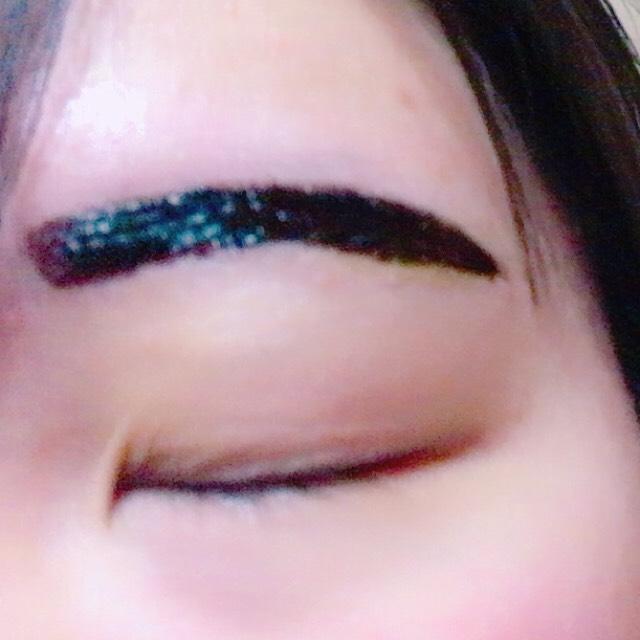 眉ティントを塗ります。 3回くらい重ねて塗るといいかと(*´꒳`*)  5〜10分で乾くのでそしたら寝ちゃってください。