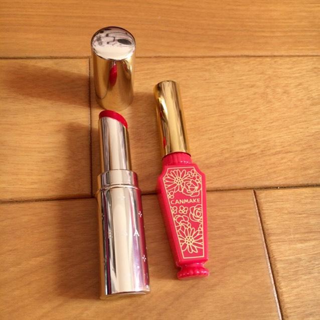 エルシアの赤リップを全体に塗って、キャンメイクのティントシロップを唇の中心のみ重ね塗りする