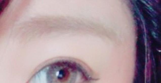 眉はパウダーでかき、眉マスカラ! 目尻は目頭より下に行かないようにするのがポイントです♪゛