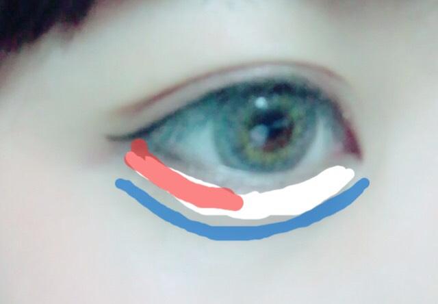 下まぶたは、涙袋を際立たせるためアイブローで青線の様に影を描きます! 白の線のところに肌色に近い白をのせます。 その後、オレンジの線のところにボルドーカラーのシャドウをのせます!!