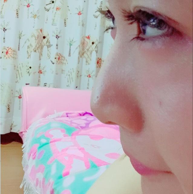 ※付け加え※ ノーズシャドウゎ ダイソー HANATAKA POWDER を筆か指で少しとって すぅーとのばすように塗ります ↑持ちものりもすごく良くて気に入ってます