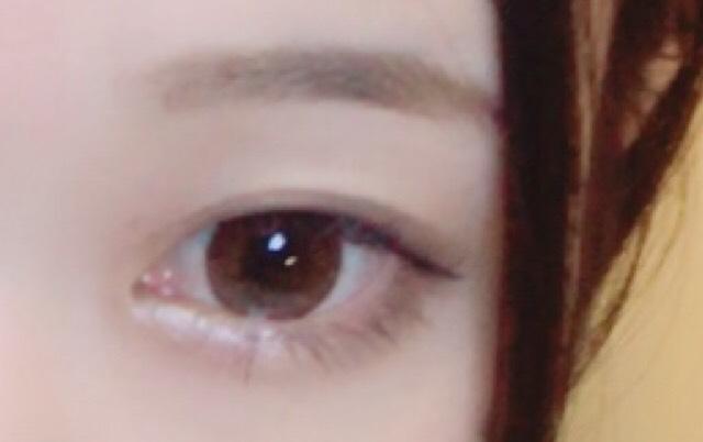 眉毛はなるべく平行に。 チークは赤やピンク系のとものを使うと、女の子らしくて可愛く見えます〜