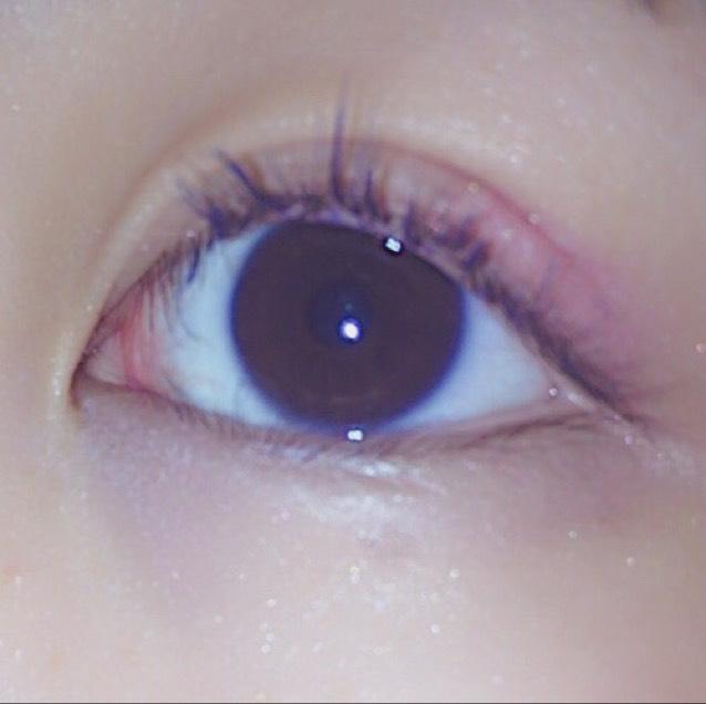 マスカラはブルー!というかネイビー!  ピンク×青がかわいいです、、、  ダマになりやすいのでとかしながら塗るのがおすすめ!