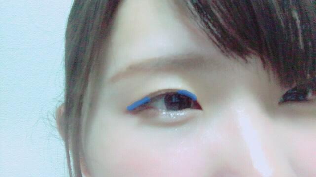 1をアイホール全体に広げ2を二重幅に乗せます  アイブロウパウダーの真ん中の色又は3を目尻と目頭だけに軽く乗せて立体感を演出 乗せる場所は画像の青色の部分