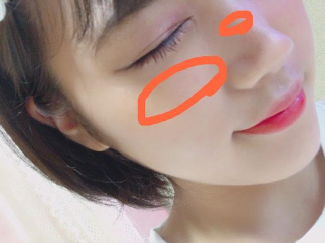 頬の高いところに内側から塗り、少しだけ鼻のところにもします!