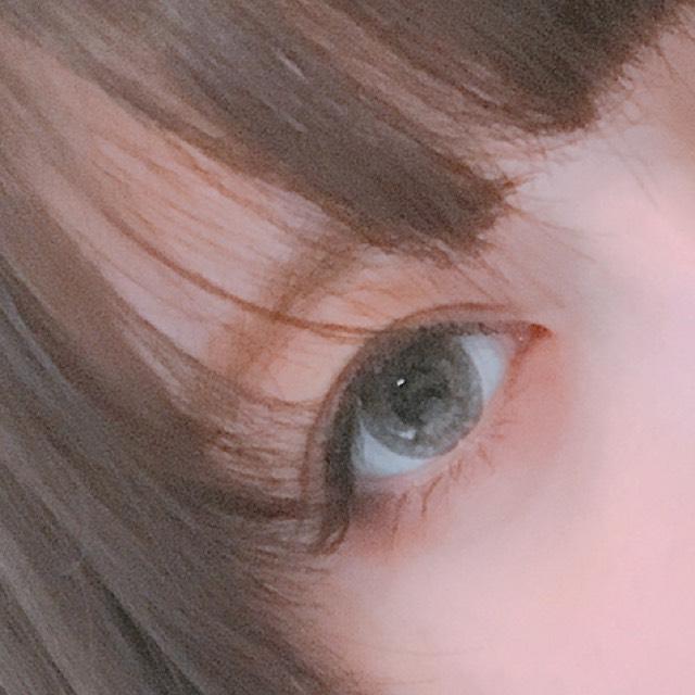 すいません眉毛の写真撮るの忘れてました...  眉毛は、パウダーの真ん中の色を眉毛の形に沿って塗り、眉マスカラを全体に塗ります。