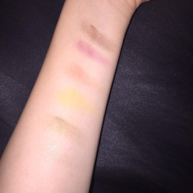 腕に塗ってみた時の発色が想像通り凄く良かったので、パキッとした発色が好きな方には本当にオススメです!