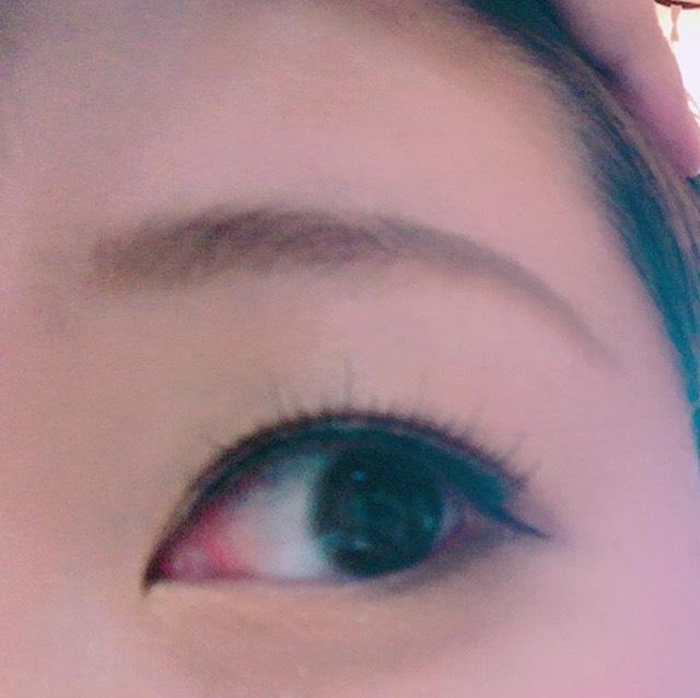 眉毛はパウダーで少しずつ描いていきました。 気持ち、細めです。