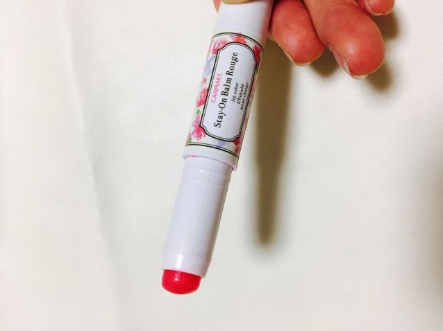 リップはピンクで色が付くけど透明感のあるものを使用します。