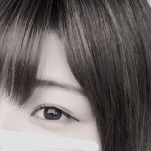 眉毛は眉マスカラは使わずペンシルとパウダーだけで濃いめに並行に描き、毛の感じがわかるようにします
