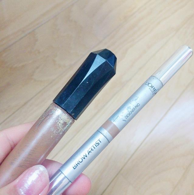 今回使用するコスメは ロレアルパリのペンシルアイブロー キスミーのカラーリングアイブロウです。