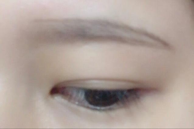 ③ 上ラインの眉山から下ラインの眉尻ラインを繋ぐようにゆるやかに下げて描く