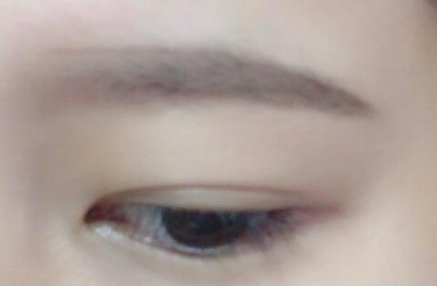 ④ 眉山〜眉尻にかけて毛が生えてないところをペンシルで描き足す