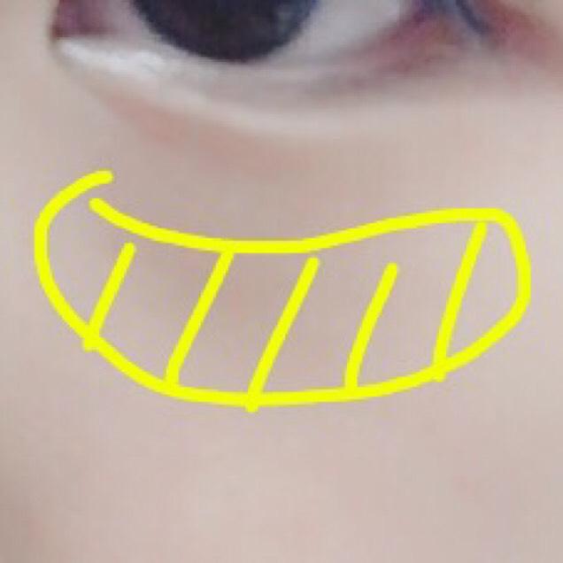 チークは、リップ&チークのものを使います。目の下に入れて、手で伸ばしていきます。その後にちふれのチークで周りをぼかしていきます!