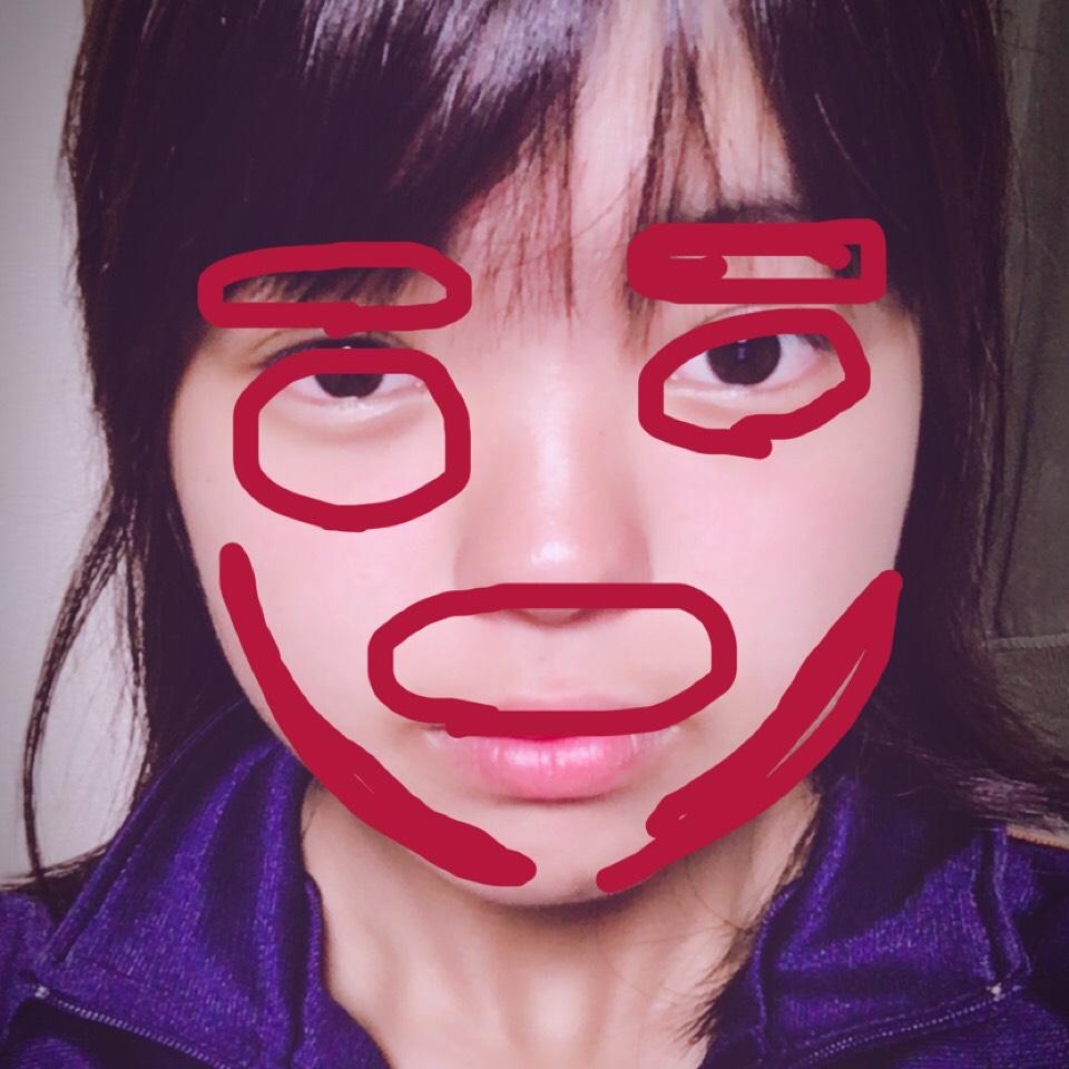 ⑵次に目の下のクマや上唇の上、顎ラインの所にBBcreamを塗ります  ※写真が変ですいません(^v^)
