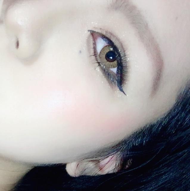 アイメイクはかなり濃いので、肌とは別のクレンジングを使って、目と眉のメイクを落としていきます。