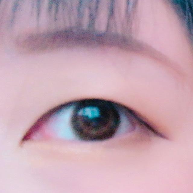 アイラインは目頭の高さと同じくらいになるように引く。 垂れ目ラインよりつり目ラインがオススメ。