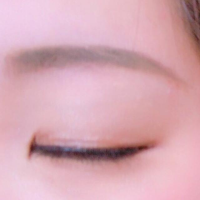 眉毛はパウダーで少しずつ描き 薄いところにリキッドで埋めるように描くと綺麗に描けます。