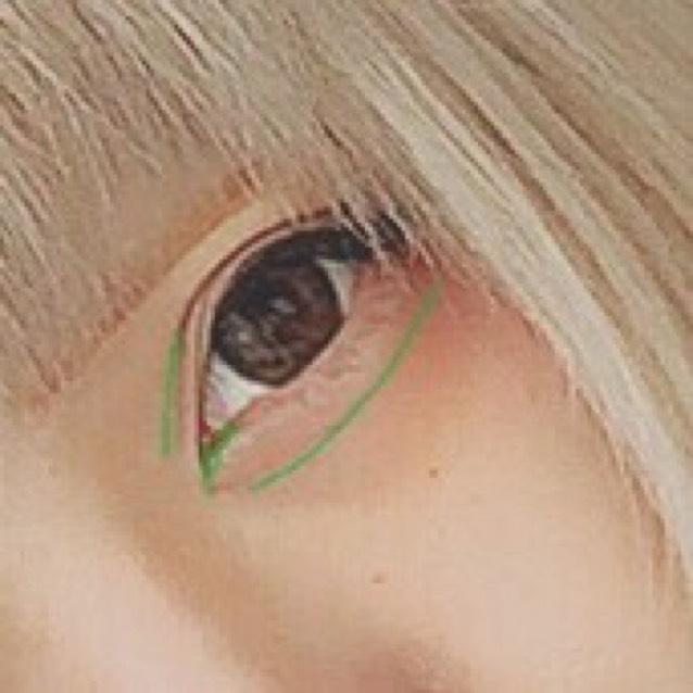KATEのダブルラインフェイカーで、涙袋の影、切開ライン、目頭側の二重の線を濃くする