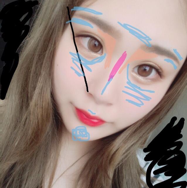 眉毛 目尻と小鼻を結んだ一直線上くらいの長さで書きます。(黒線) ハイライト&ノーズシャドウ 鼻筋下、顎先、上唇の上、頬、目と鼻筋の間、眉周りに小指を使って細く入れます。(水色&ピンクの線) ピンクの所は肌色系の赤みがかったもの、水色の所は青み系の透明感が出るハイライトを使いました。 オレンジの所はKATEのシャドウの一番右のカラーを筆で入れています。