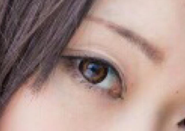 撮影時は目の周りを黒くしすぎると汚く見えてしまうので、なるべく薄くナチュラルに仕上げます。