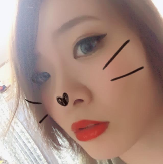 眉毛は薄いブラウンを使ってしっかりと描きました。リップはハーフといえば赤!だと思ってかなり濃い赤を使用しています。薄唇の方はオーバーリップおすすめです!