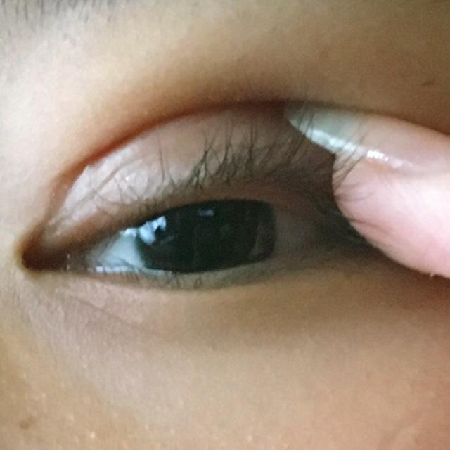 指やpickでゆっくり目を開けます!