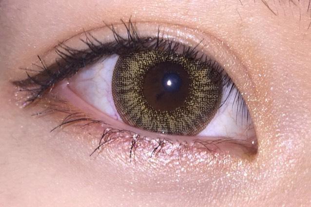 今回使用したカラコンは「TeAmo」さんの「shell brown」です! 見ての通り発色が良く、外国人のような澄んだ瞳の色になるので、ハーフメイクなどにも凄く最適です!日最近のイチオシです(笑)