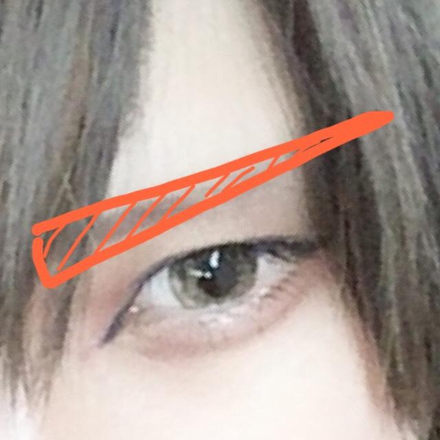 眉毛はキリッと!!  下まぶたに赤チークを入れるのが好きなのでよくいれます
