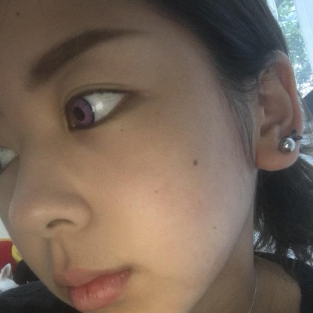 眉毛は濃いめに眉尻は、細くします