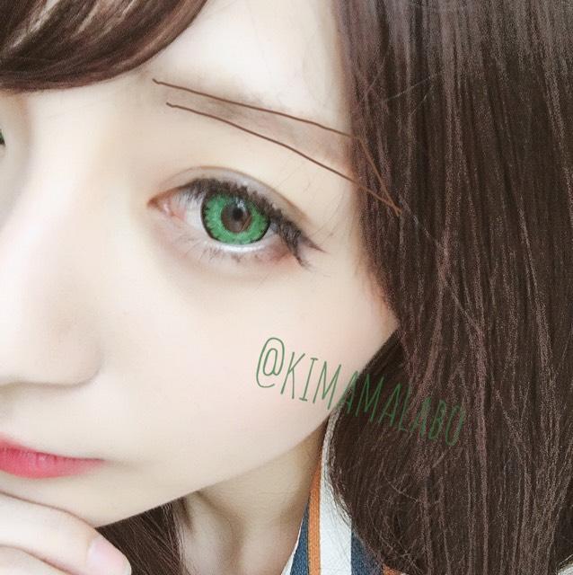 眉毛は写真の様な形になる様にペンシルで書き  アイブロウパウダーで眉頭は薄く眉尻は濃くグラデーションになるように塗ります。