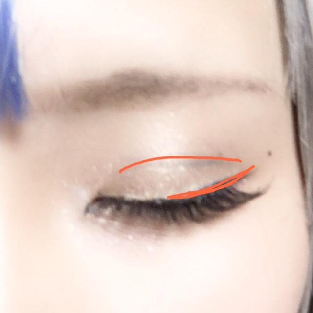 ダブルラインとアイラインひきます  今回はそんなにくっきりさせたい訳では無いので目尻側をアイブロウペンシルでかきました アイラインは目の中心からはね上げます