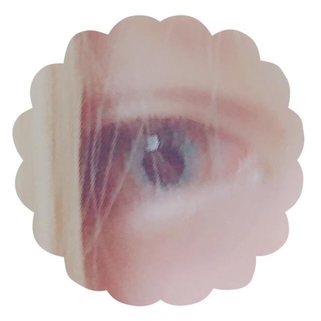 順を追って写真を撮っていないのでポイントずつの説明になります。 もともと奥二重ですが、テープやアイプチでうまく二重が作れないためダブルラインはまっさらな瞼に直接線を書いてます。