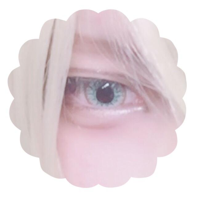 涙袋は目を大きく見せるのに効果的だと思うので、KATEのデザイニングアイブロウでオーバー気味に書きます。線を描いたら少し指でぼかすくらいで良い感じに仕上がります。