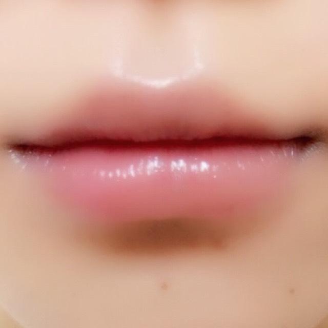 下唇の下の部分に少しだけキャンメイクのシェーディングをいれます。