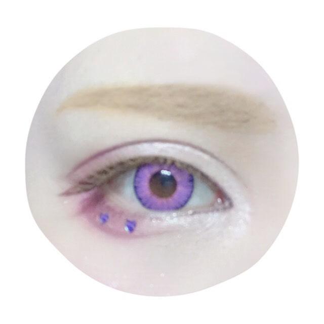 眉は明るい色のペンシルで形を作った後眉コンシーラーで自眉の色を消して、リキッドアイブロウで眉尻に毛流れを描き足して全体を馴染ませます。