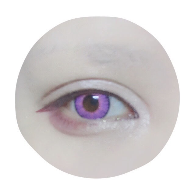 (同じ写真) 目尻にもピンクのペンシルライナーで涙袋の影を描き綿棒で少しぼかします。二重幅と涙袋の幅が同じくらいのバランスが個人的に好き。使用したピンクライナーはマジョマジョのラインマニア:PK777です。