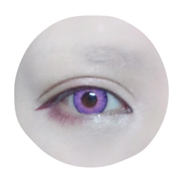 アイプチで幅広の平行二重にしてからアイラインを引く。メイベリンハイパーシャープライナーのバーガンディ使用。目尻ははねずにまっすぐはらう感じで…下目尻もまつげのイメージで瞳の位置くらいまで描きます。