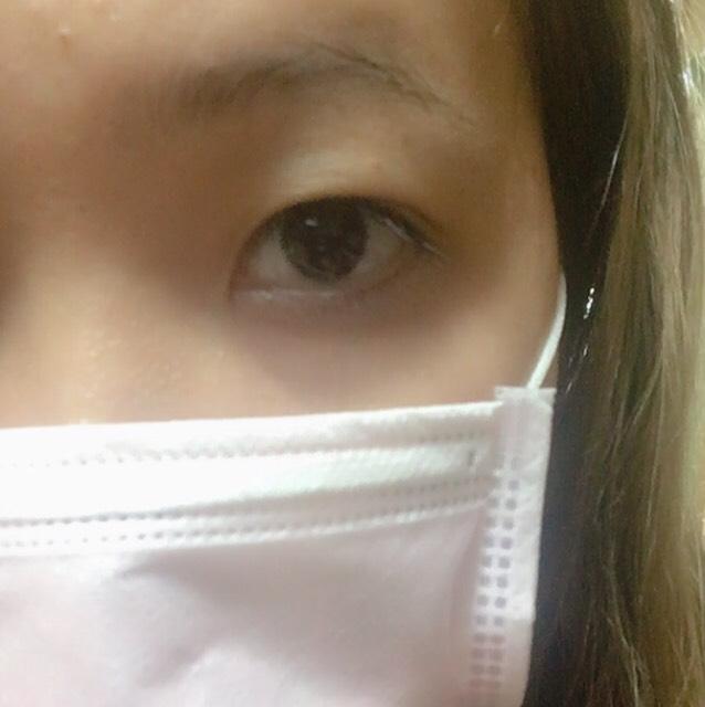 カラコン装着前の裸眼です。 奥二重┏( 'ω')┛┗( 'ω' )┓┗('ω' )┛(笑)