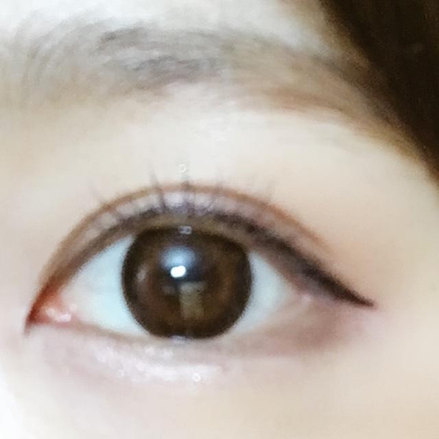 目尻は自分の目より2ミリ下←重要  に左下のカラーを細めにぬります。デカ目効果とオルチャン特有の半月目になるように。