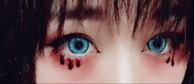 最後に目の下に血糊を垂らしたら完成です。