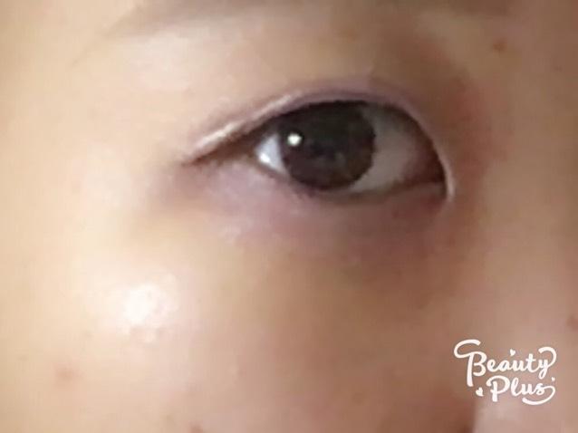 次に下瞼にも同じようにシャドウを塗ります。