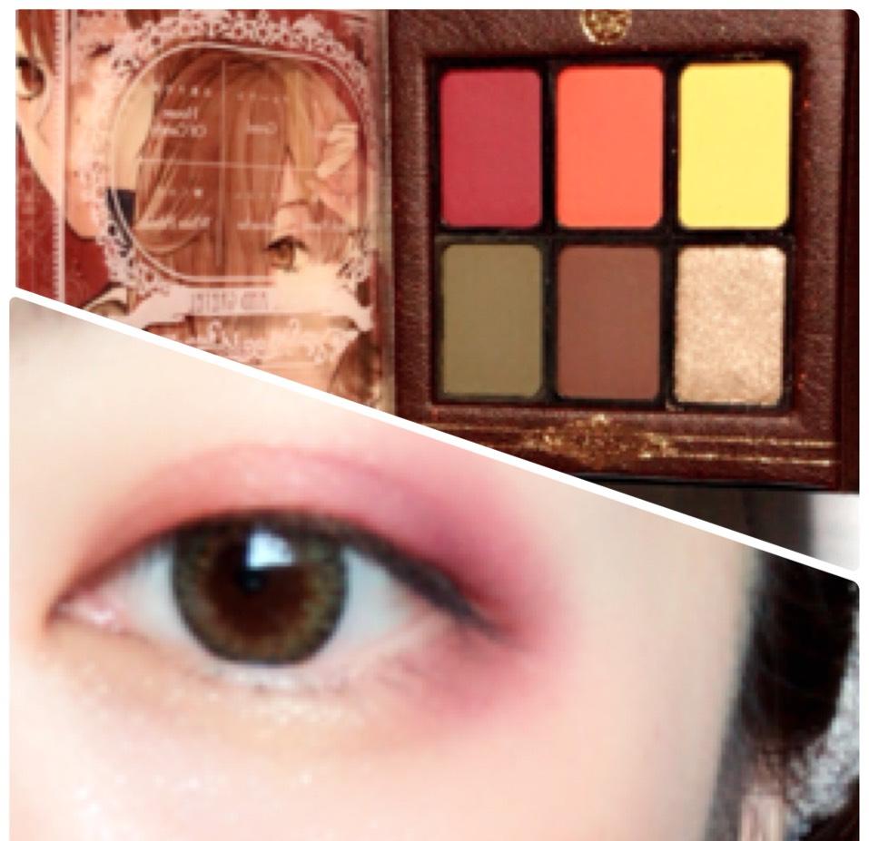 上まぶた目頭側にオレンジ、上まぶた目尻側と目の下目尻側に赤、涙袋に黄色をそれぞれ指で塗り、その上からラメシャドウを乗せます。 指で塗ることで馴染みやすくなる気がします。
