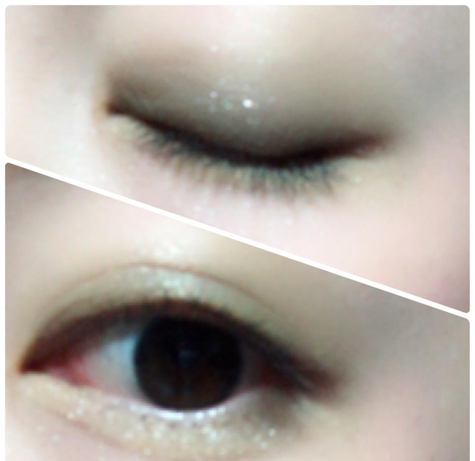 二重幅と目の下目尻側にカーキのアイシャドウを塗り、涙袋にはイエローを塗ります。 涙袋の影にブラウンで線を書き、ぼかします。