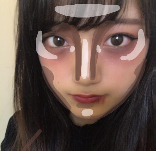 ハイライト・ローライト:こんな感じで顔に凹凸をはっきりとつけていきます。  私は鼻が低いのでガッツリノーズシャドウをかいていきます!