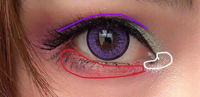 ダブルラインは二重ラインにかきます。 涙袋にはヴィセのチークを。 目尻にはダブルラインと同じ紫を★ 目頭にパレットのしろをいれます。