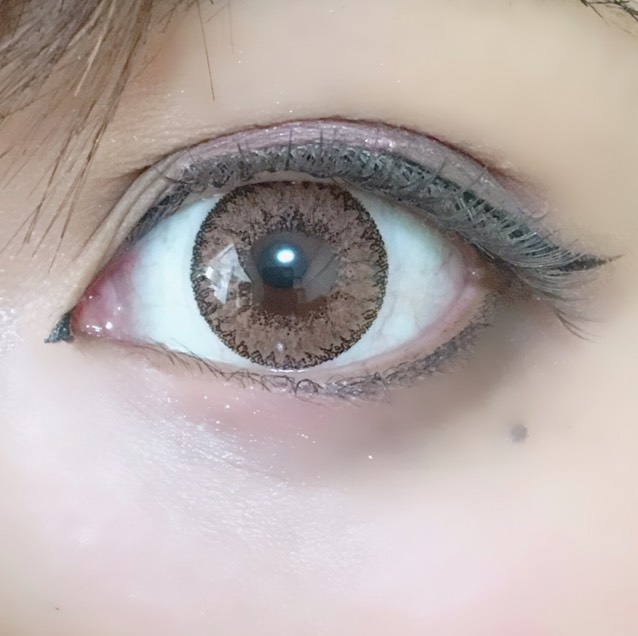 TeAmoのカラコン何回か使ってますが、目がそこまで乾燥しないし発色もいいので良かったです。