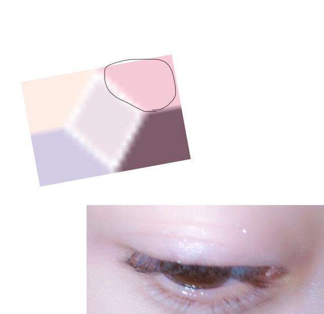 CANMAKE パーフェクトスタイリストアイズ12のピンクをアイホール全体に塗っていきます。