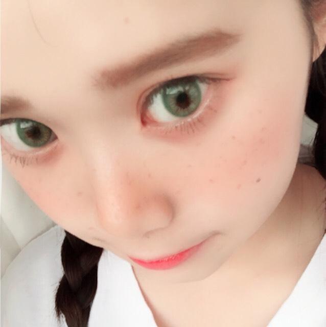 リアルな外国の人のグリーンの瞳のような感じです! サイズもちょうどよく発色が滑らかです。 メイクは日本版の赤毛のアンをイメージしてオレンジメイクをしてみました!