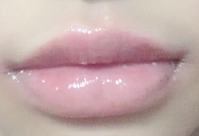 まずは保湿リップ使用済み素の唇です。 こちらの画像では保湿リップ使用済みですが、メイクする時はリップは塗らないでください。うまくいかなくなります。